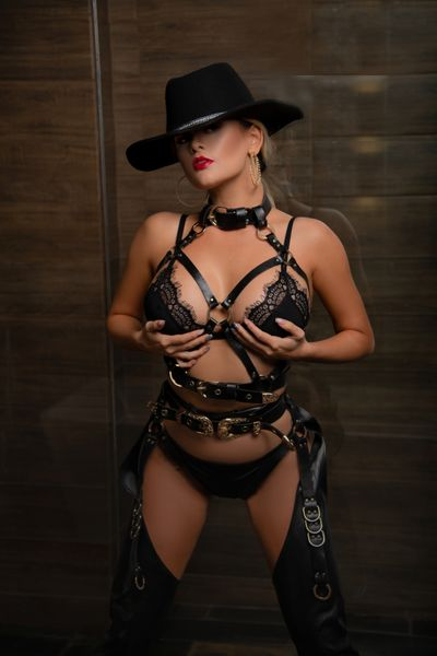 Bette Guzman - Escort Girl from New York City New York
