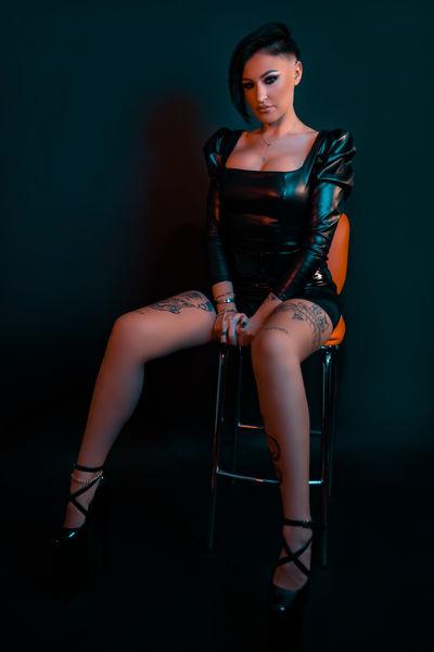 Maze Inks - Escort Girl from Lexington Kentucky