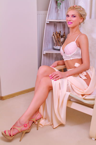 Natasha Blondie - Escort Girl from New Haven Connecticut