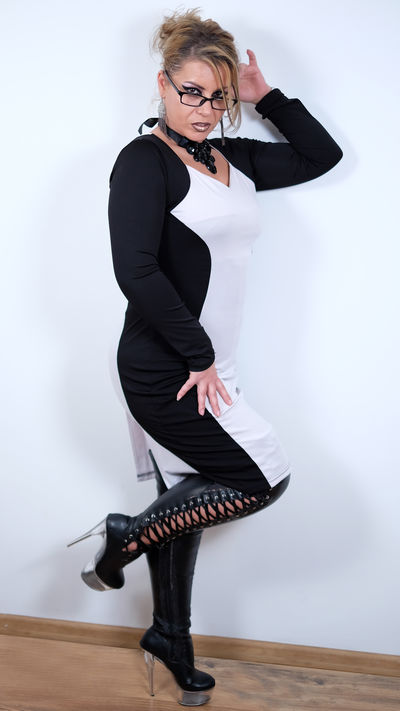 Alice The Domme X - Escort Girl from Lexington Kentucky
