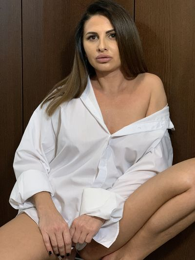 Elle Divine - Escort Girl from Lexington Kentucky